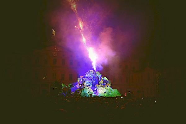 Großes Feuerwerk beim Tete à Tete Straßentheaterfestival-Finale in Rastatt