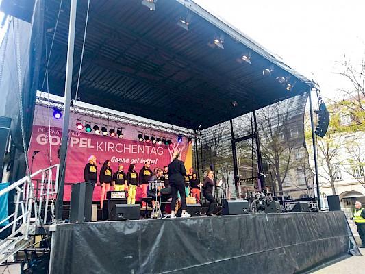 Auch eine Bühne in der Stadtmitte am Stephansplatz betreut PINK Event Service