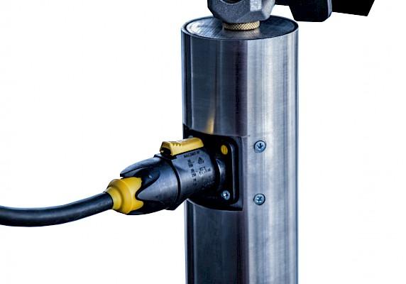 Designstative - Die Verkablung erfolgt für die Lichttechnik durch die oben und unten angebrachten Stecker