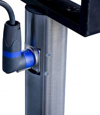 Designstative - Verkablung erfolgt auch für die Tontechnik durch die oben und unten angerbrachten Stecker