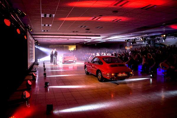 Emotionaler Autoshow in Karlsruhe - Veranstaltungstechnik und Mietmobiliar von PINK Event Service