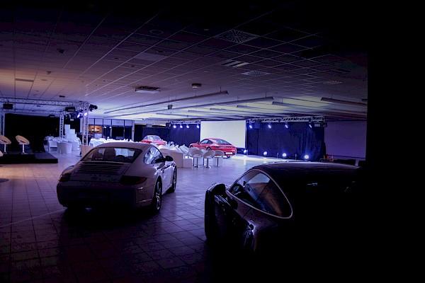 Eventlocation in Karlsruhe mit Auto-Präsentation, Showlicht und Videoprojektion
