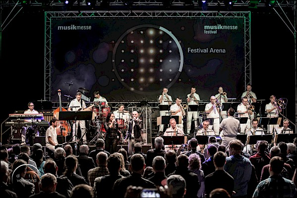 Big Band der Bundwehr bei der Musikmesse Festival Arena in Frankfurt mit Eventtechnik von PINK Event Service