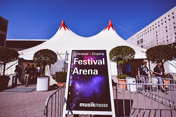 Festival Arena in der Messe Frankfurt mit Veranstaltungstechnik von PINK Event Service