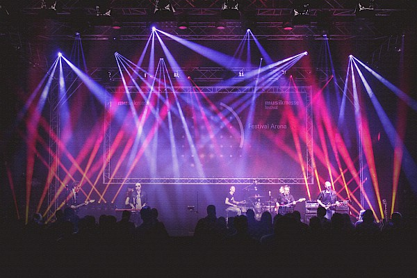 Konzertproduktion und Bühnenbeleuchtung bei der Festival Arena auf der Messe Frankfurt