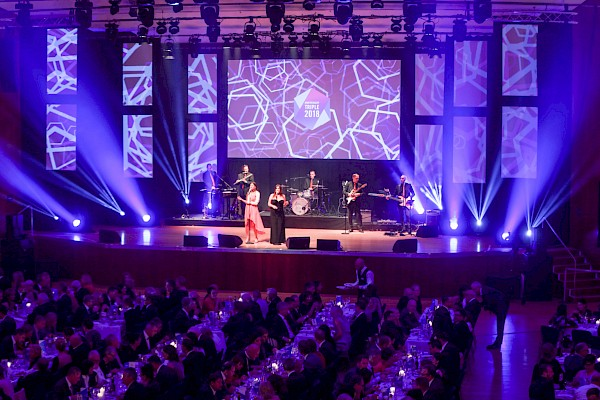 Jubiläumsgala im CCP CongressCentrum Pforzheim mit Liveband und Veranstaltungstechnik von PINK Event Service