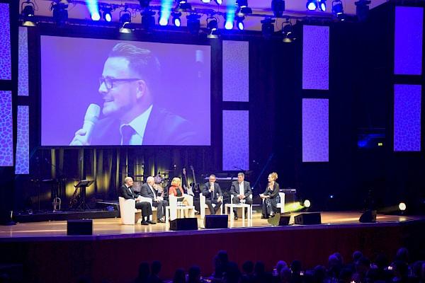 Jubiläumsgala im CCP CongressCentrum Pforzheim mit Interviewrunde und Veranstaltungstechnik von PINK Event Service
