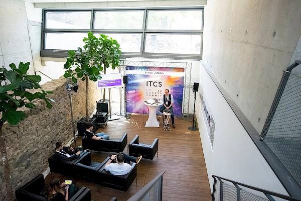 Medientechnik für besondere Vortragsbereiche im Darmstadtium-Foyer