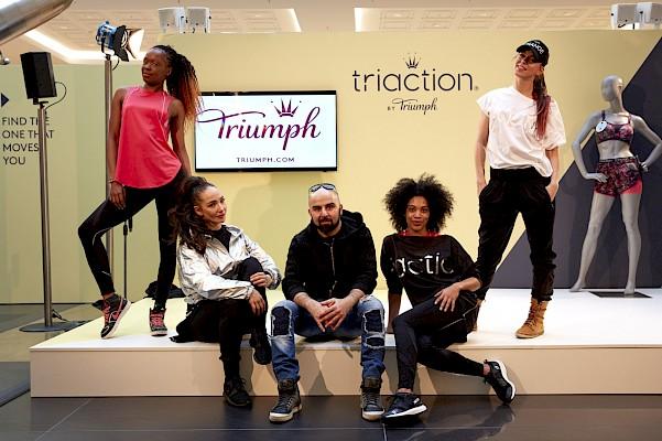 Roadshow Crew für Triumph auf Eventbühne im Shopping Center