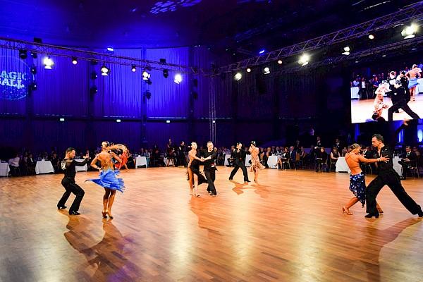 Beste Ausleuchtung der Schwarzwaldhalle für die Europameisterschaft im Latin Dance in Karlsruhe.