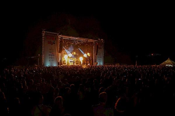Kool Savas auf der BigFM Open Air Bühne mit Eventtechnik von PINK Event Service beim Rheinland-Pfalz-Tag
