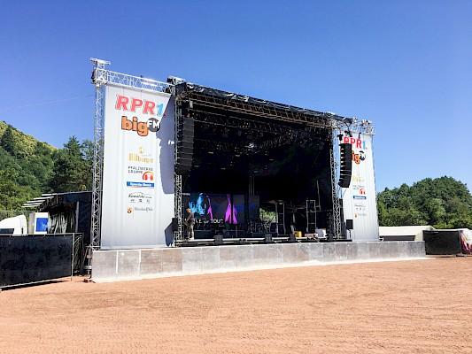 Open Air Bühne mit Eventtechnik von PINK Event Service aus Karlsruhe beim Rheinland-Pfalz-Tag