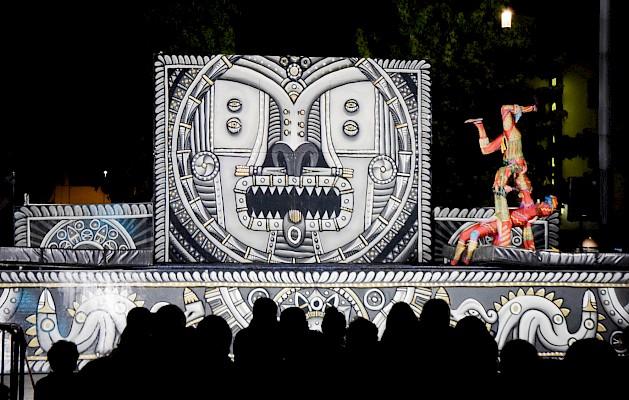 Beleuchtung und Beschallung am Platz der deutschen Einheit beim Straßentheaterfestival in Ludwigshafen.