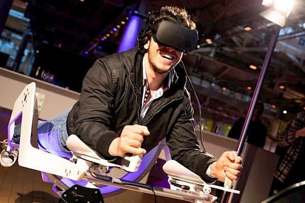 Retro und Future waren sich bei der Eventkonzeption der Ehrungsabende der IHK Karlsruhe ganz nah - wie mit dem VR Ikaros in der Gartenhalle Karlsruhe.