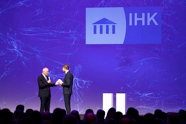 Konzept, Künstler, Moderatoren, Videocontent, Veranstaltungstechnik - alles aus einer Hand von Eventdienstleister PINK Event Service aus Karlsruhe.