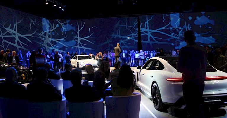 360 Grad Eventkonzept für Fahrzeugpräsentation in der Messe Karlsruhe mit Eventagentur PINK Event Service