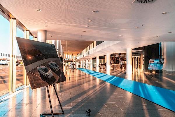 Begrüßung und Foyer mit Ausstellung in der Messe Karlsruhe bei Event und Gala-Veranstaltung von PINK Event Service