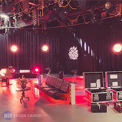 Studiokulisse für Digitalevent WIR SAGEN DANKE als Onlinefestival aus den RNF-Studios in Mannheim mit PINK Event Service