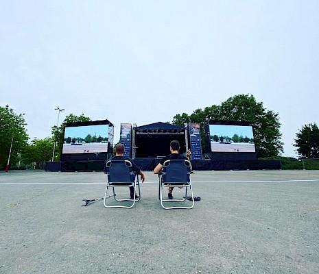 Test der großen LED-Videowalls für die Autokino Kulturbühne der Jahrhunderthalle in Frankfurt mit Medientechnik von PINK