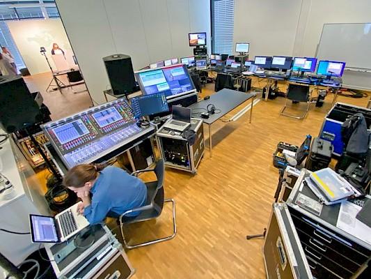Videoregie für Live Streaming von Digitalevent und virtueller Tagung für Onlinekonferenz mit Eventagentur und Medientechnik-Dienstleister PINK Event Service aus Karlsruhe und Frankfurt - Bild: Init Gruppe