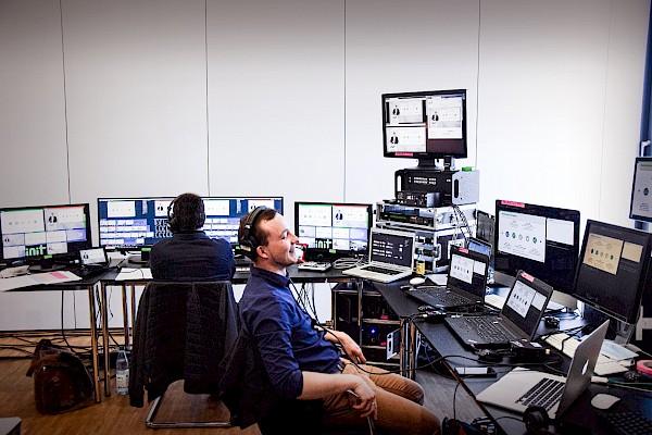 Videotechnik und Videoregie für Livestreaming, Digitalevents und Onlinekonferenzen mit Eventagentur und Veranstaltungstechnik-Dienstleister PINK Event Service aus Karlsruhe und Frankfurt - Bild: Init Gruppe
