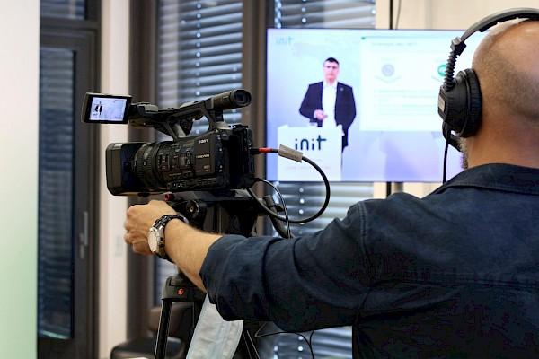 Videotechnik für Livestreaming, Digitalevents und Onlinekonferenzen mit Eventagentur und Veranstaltungstechnik-Dienstleister PINK Event Service aus Karlsruhe und Frankfurt