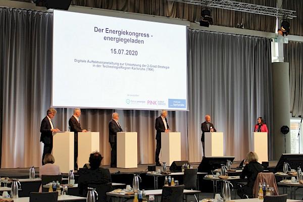 Große Bühne mit Livestreaming und Hybridevent beim Energiekongress in der Messe Karlsruhe mit Medientechnik von Veranstaltungstechnik-Dienstleister PINK Event Service