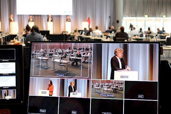 """Videotechnik und Livestreaming beim Hybridevent """"Energiekongress"""" in der Messe Karlsruhe von Eventagentur und Veranstaltungstechnik-Dienstleister PINK Event Service"""