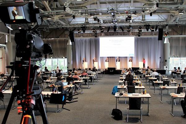 Gartenhalle Karlsruhe als Livestreaming-Studio für Hybridkongress von Messe Karlsruhe und PINK Event Service, Eventagentur und Veranstaltungstechnik-Dienstleister